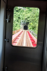 橋を渡ればトンネル