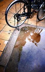 自転車と水溜り2