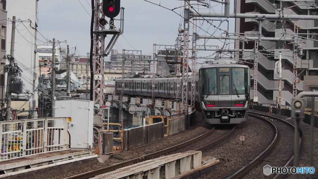 寺田町駅にて223系