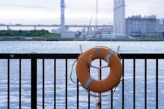 海芝浦その②・浮き輪