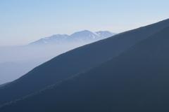 遠く大雪の山