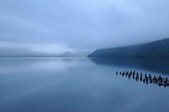 曇天の支笏湖