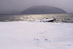 氷に閉ざされる埠頭