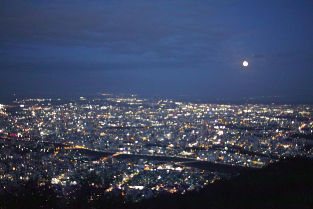ハロウィーンの月