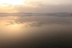 夜明けの十和田湖