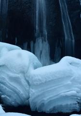 厳冬の滝②