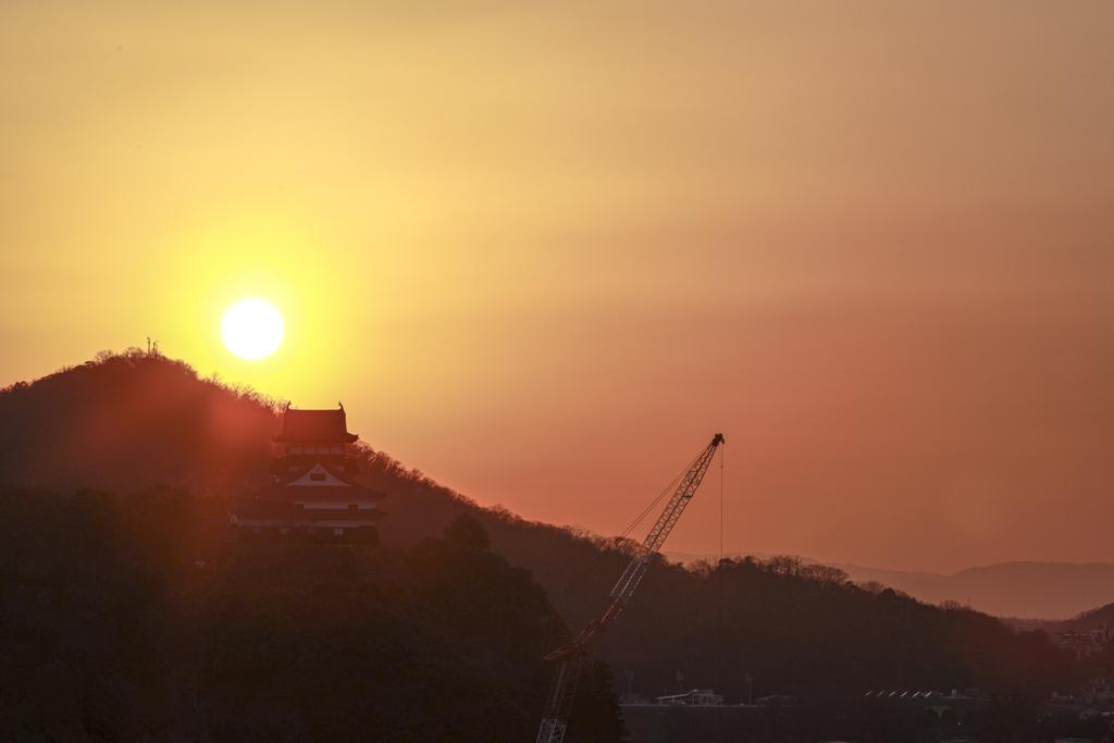 夕暮れ時の犬山城