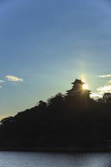 犬山城と朝日