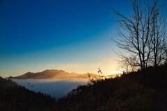 陽を浴びる八海山