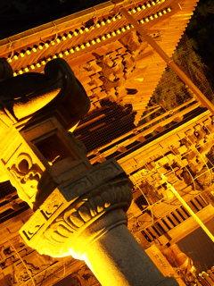 石灯籠と門