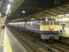 横浜駅に停車する寝台特急出雲号