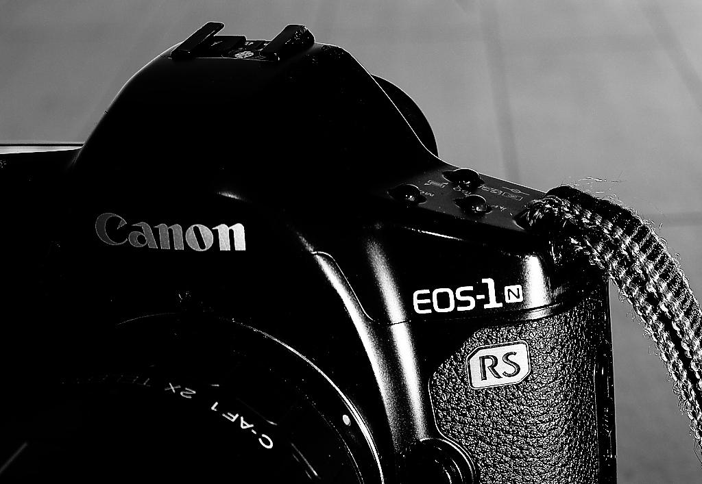 EOS-1 N RS