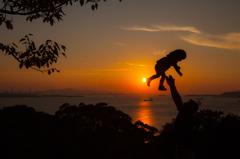 夕日に染まる響灘