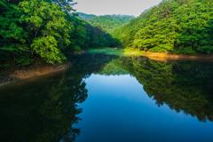 静寂な朝の聖湖