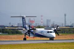 ANA ボンバルディア DHC-8-400 JA855A 2