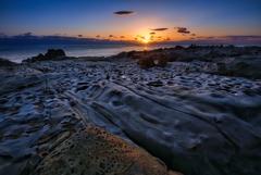 奇岩と初日の出