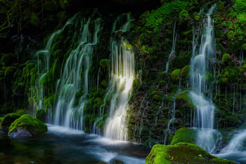 煌めきの滝