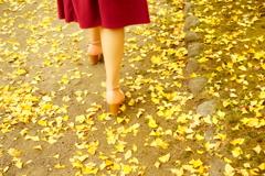 黄色と女性