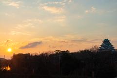 大阪城と朝日
