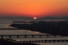 橋に沈む夕日