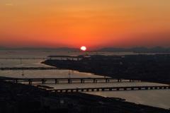 夕日と海峡大橋