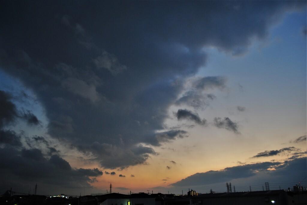 でっかい雲もどんどん飛ぶよ