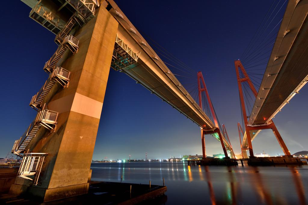 名港トリトン (名港西大橋)