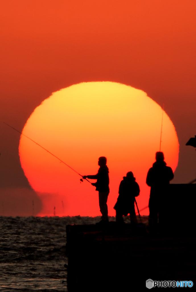 だるま夕日と釣り人②
