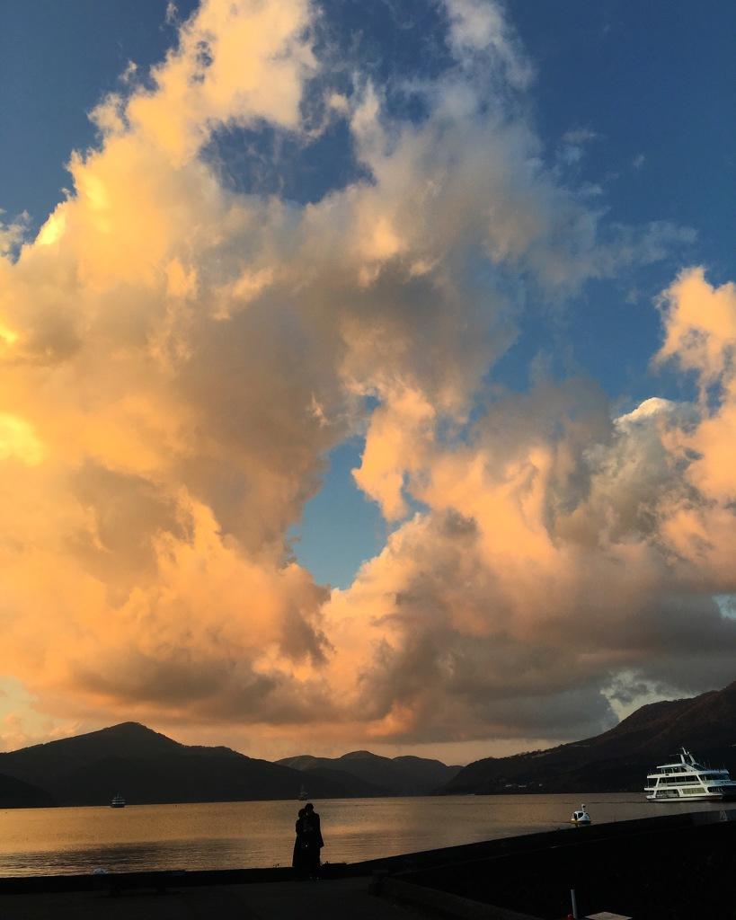 スマホの昔の写真 芦ノ湖の夕焼け