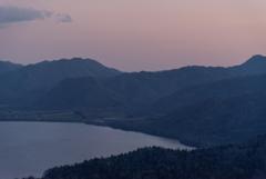 夜に向かう屈斜路湖