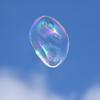 空を写すシャボン玉