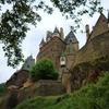 エルツ城を見上げる