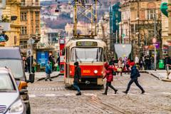 プラハ市内を走行するトラム
