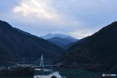 丹沢湖と富士山