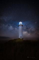 天の川照らす灯台