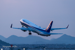 Boeing 737-881 Take-off
