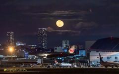 Airport moon 2