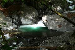 水は石から生まれていた