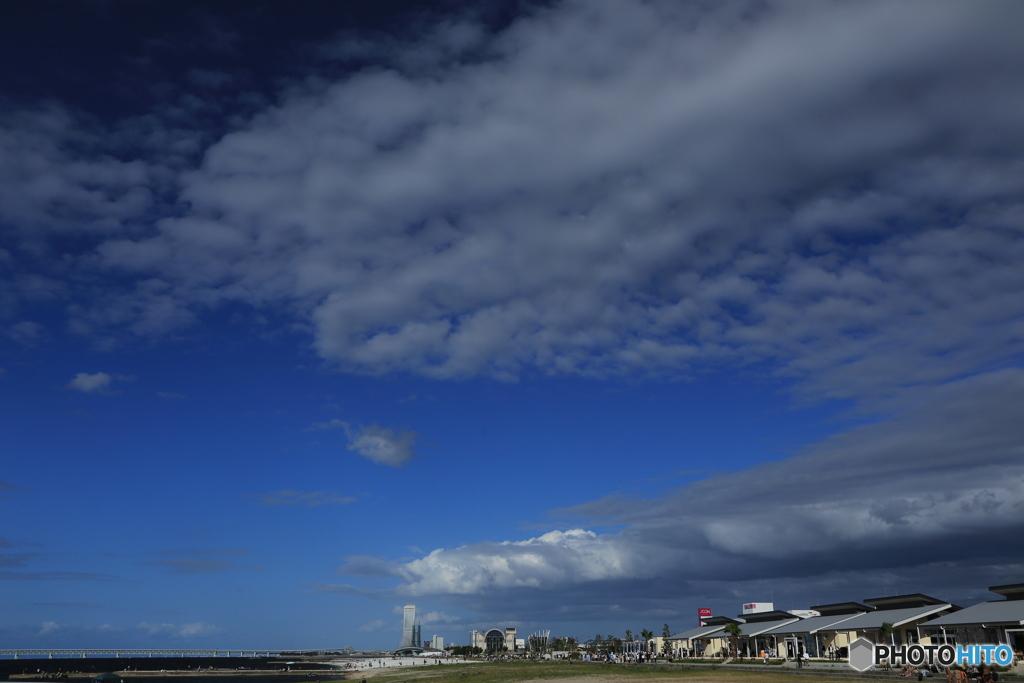 海と新しい町