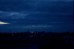 窓辺からの夕暮れ2