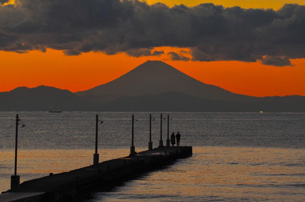 桟橋より富士を眺める