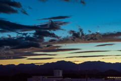 ブルーアワー 三日月に憧れ黒雲に化身した堕天使たち