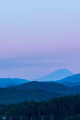 加治丘陵から秩父山地越しの長月末日の富士