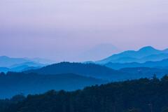 晩夏の加治丘陵から富士を望む