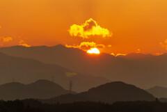夕陽に戯れる黄金色の烏雲…のような