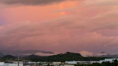 虹の出始め 朝焼け雲は初めて見たような色