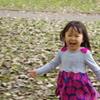 秋をかける少女