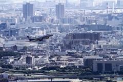 飛行機が飛ぶ街