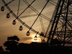 夕陽と観覧車