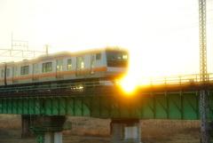 夕陽に欠ける橋
